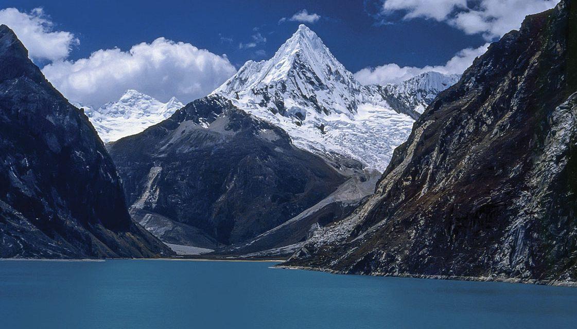 La Cordillera Huayhuash en la cordillera de los Andes en Perú