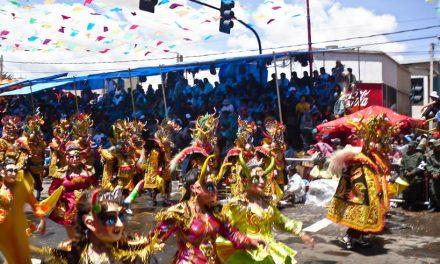 El Carnaval de Oruro en Bolivia: Dos siglos de fiestas mostrando una mezcla de tradición y colonización