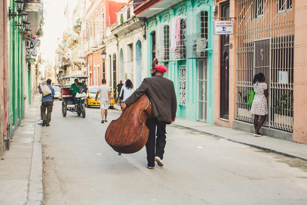 Las calles de la Habana y el amor en el mar Caribe