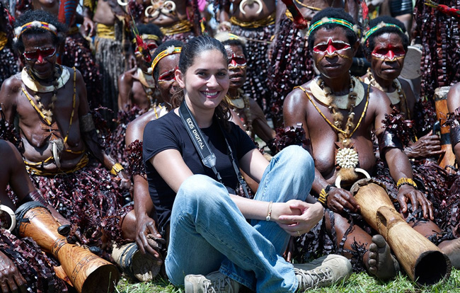 Los pueblos originarios del mundo fotografiados por Jaime Ocampo R forman un arco iris