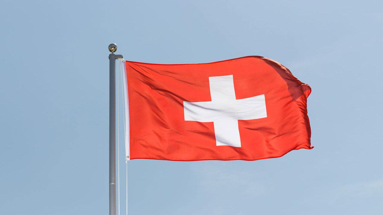NICOLAS G. HAYEK Conferencia sobre  por qué Suiza no integra la Unión Europea