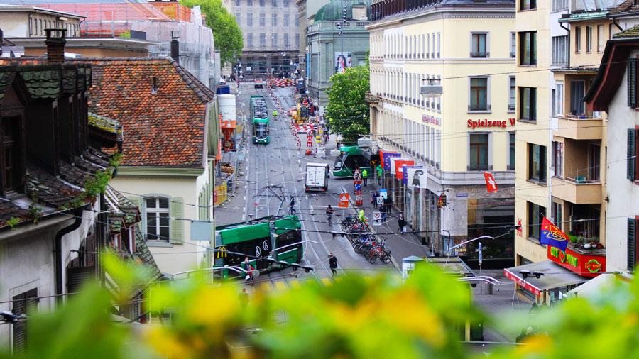 NICOLAS G. HAYEK: Conferencia sobre  por qué Suiza no integra la Unión Europea