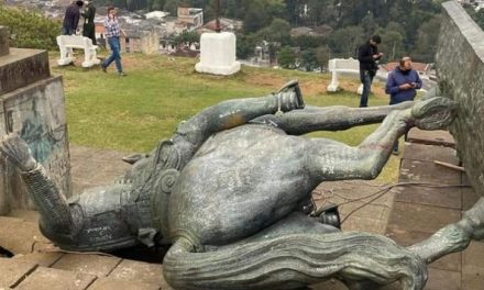 Les statues de l'époque coloniale à Bogotá